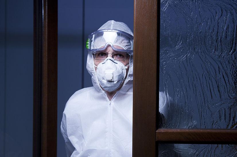 doctor in full gear against coronavirus