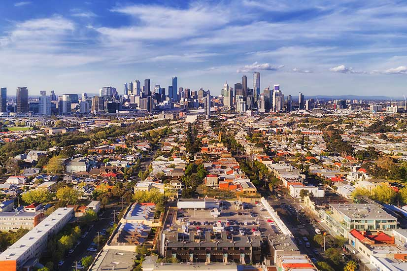 Melbourne closes in on Sydney population growth