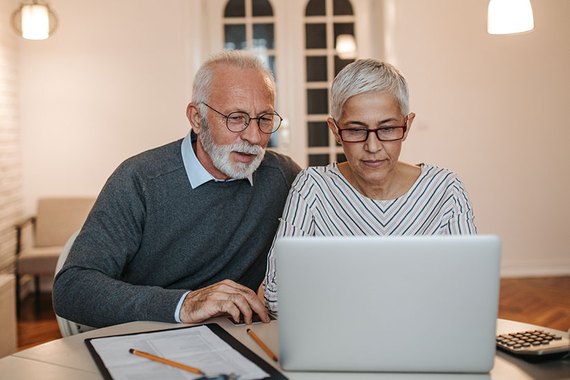 Baby boomers on computer